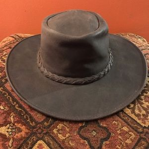 NWT Minnetonka Fold Up Hat Dark Brown Size Medium